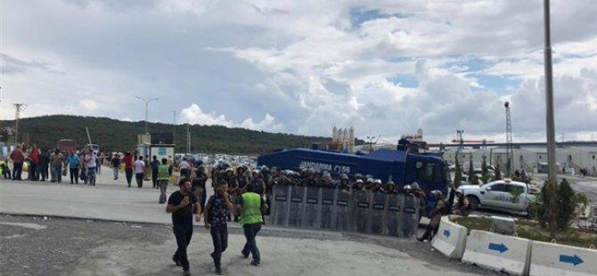 3. Havalimanı'nda işçiler ayakta