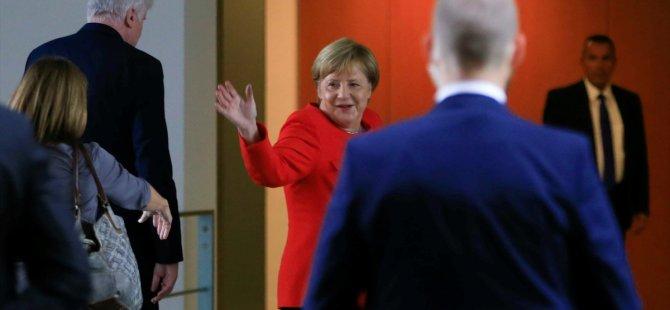 'Merkel dönemi için sonun başlangıcı'