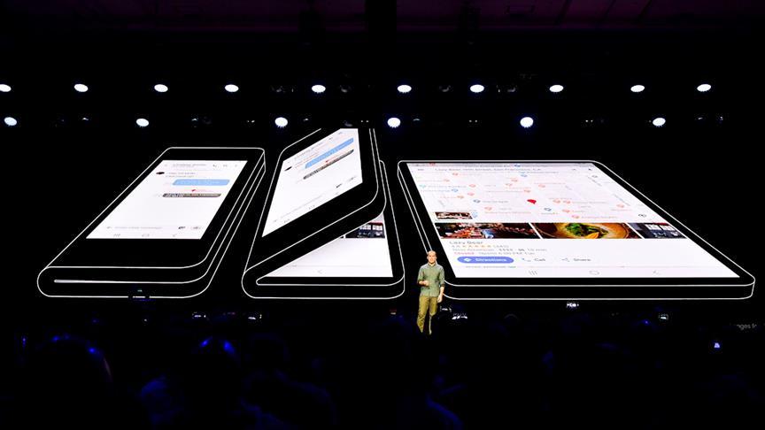 Samsung katlanabilen telefon yaptı