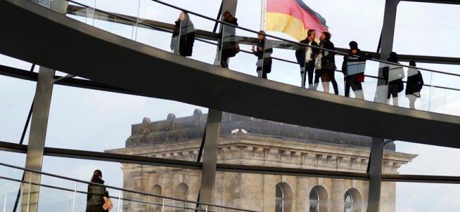 SPD: Göçmen kökenliler ev ve iş bulamıyor