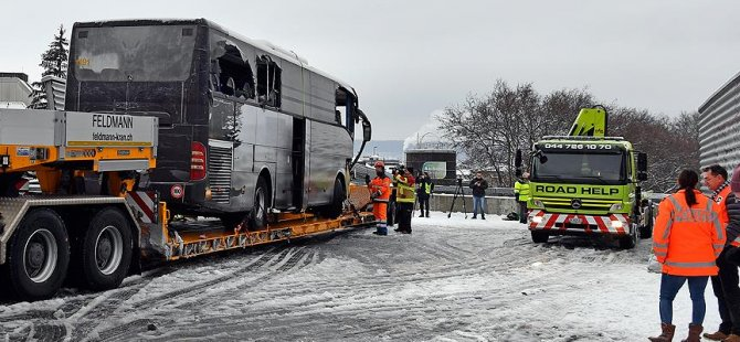 Düsseldorf yolunda feci kaza: 1 ölü, 44 yaralı