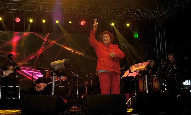 Selda Bağcan, 'siyasete karışma' diyenlere cevap verdi