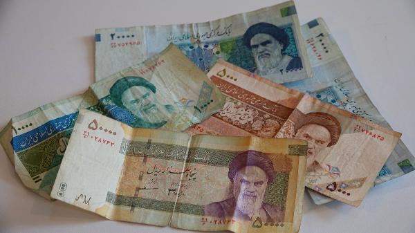 İran, parasındaki sıfırları atıyor