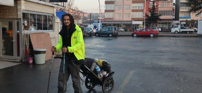 Almanya'dan Türkiye'ye yürüyerek gitti