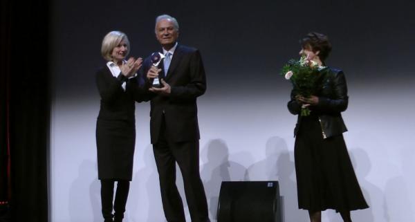 Ediz Hun'a Nürnberg'de onur ödülü