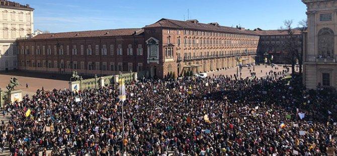 Almanya'da 310 bin öğrenci yürüdü