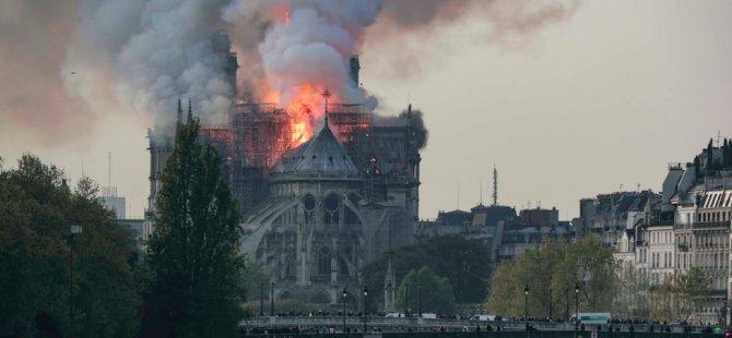 'Notre-Dame Katedrali'ni yeniden inşa edeceğiz'