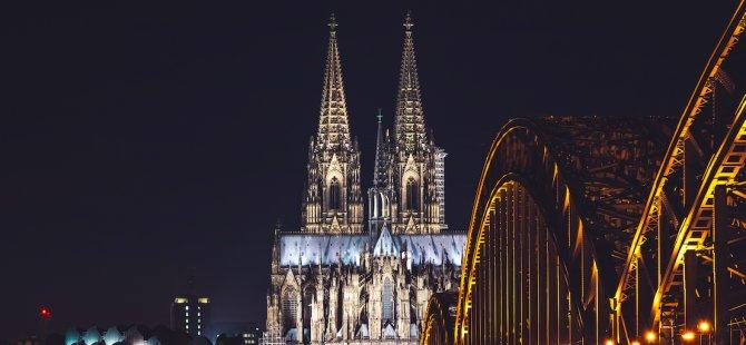 Köln'de 2 bin 400 kişi tahliye edildi