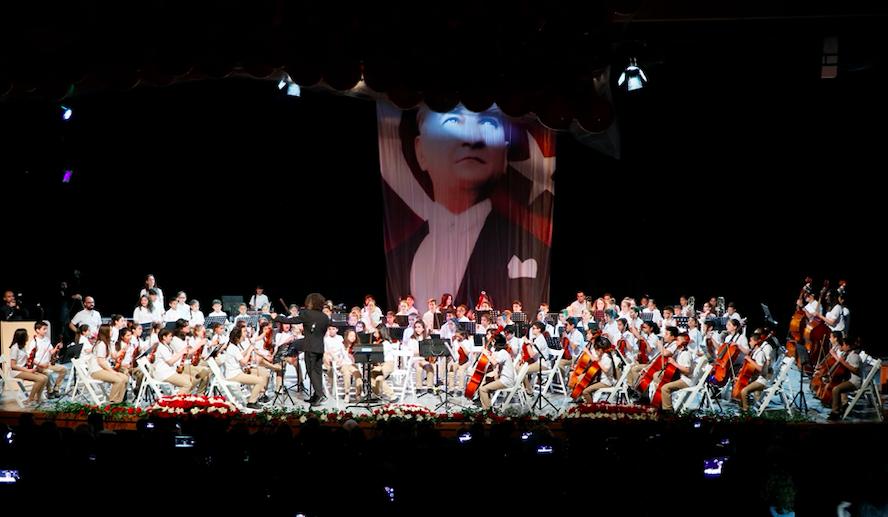Mozart ödüllü Ali İnsan 23 Nisan'da sahne aldı
