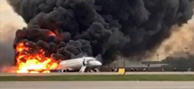 Yolcu uçağı iniş yaparken alev aldı: En az 41 ölü