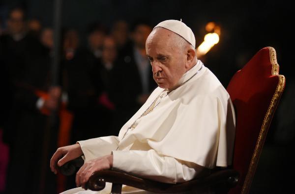 Papa'dan göçmenleri koruma çağrısı