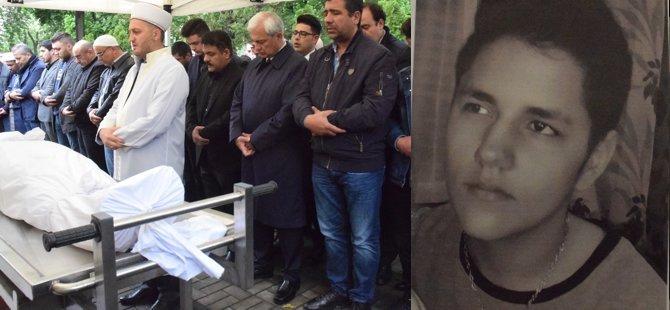 Polonya'da öldürülen Türk genci toprağa verildi