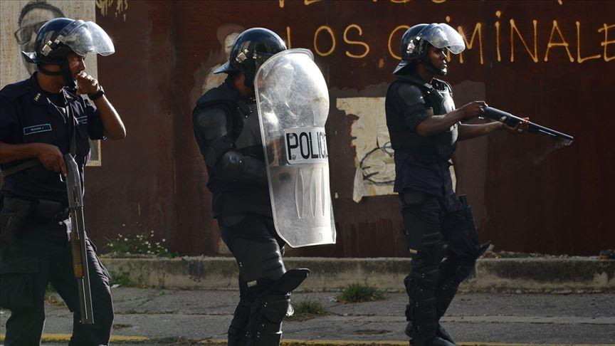 Mahkumlar ve polis çatıştı: 23 ölü