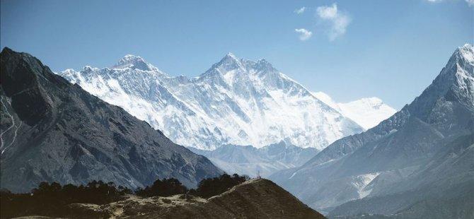Everest'te sezonda 11 kişi öldü