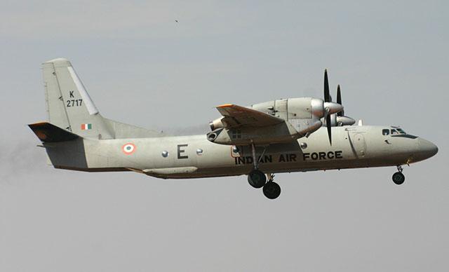 Hindistan: Düşen uçaktan kurtulan yok
