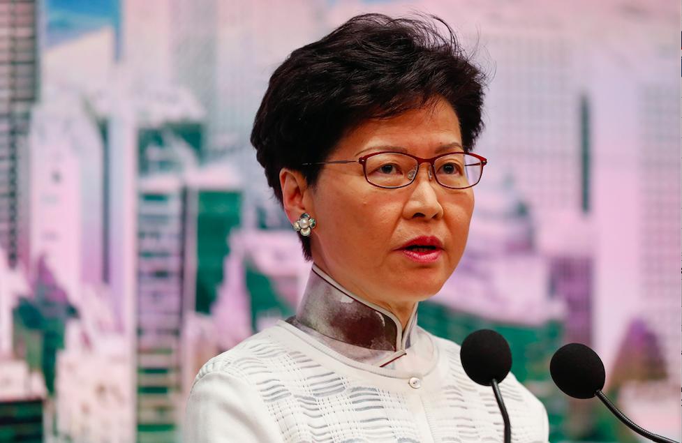 Hong Kong lideri halktan özür diledi