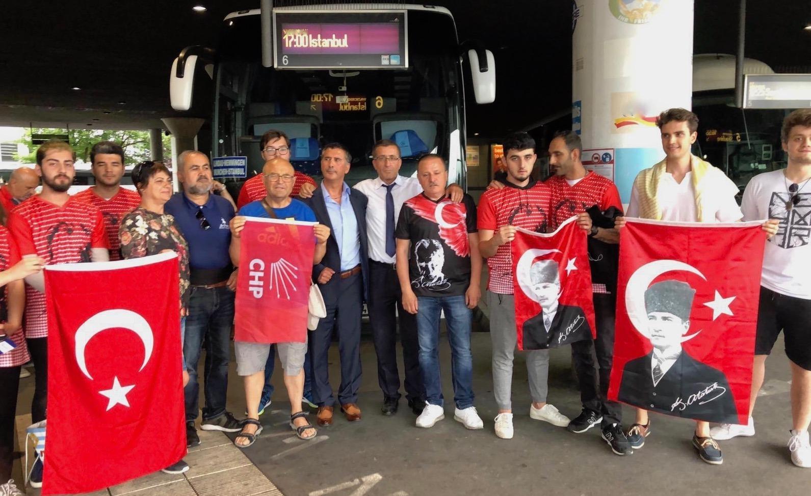 Oy vermek için İstanbul'a gidiyorlar