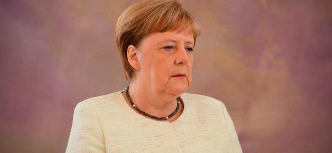 Merkel: Operasyonu derhal durdurun