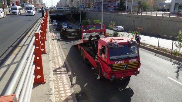 Diyarbakır'da zırhlı polis aracı kaza yaptı: 3 polis yaralı
