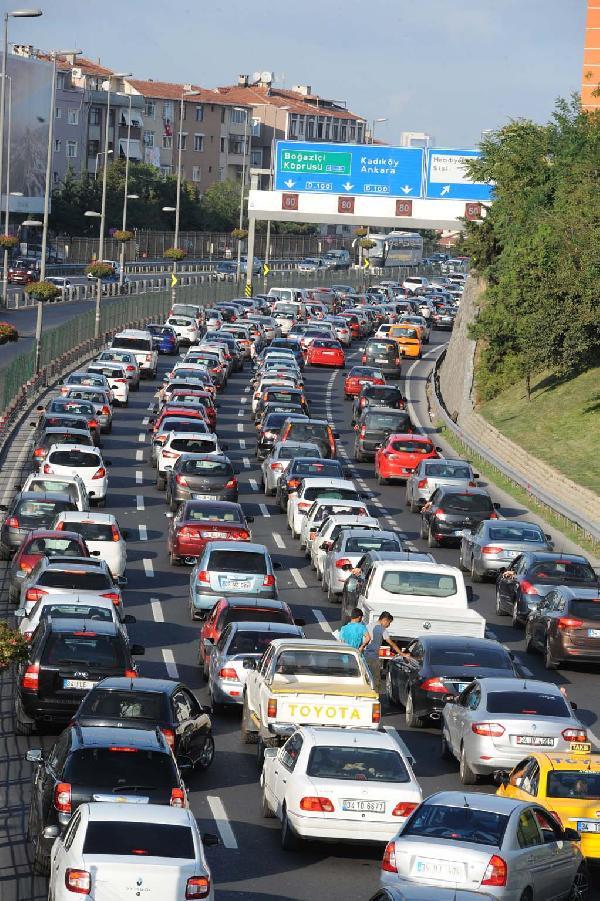 D-100 Karayolu'nda trafik yoğunluğu