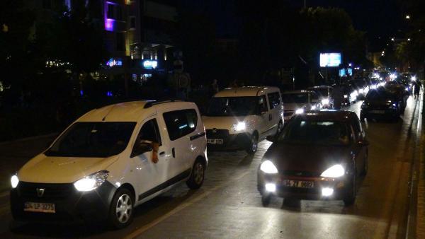 Çanakkale'de tatilcilerin dönüş yoğunluğu gece de devam etti