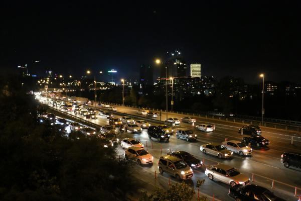 İstanbul'da trafik yoğunluğu akşam saatlerinde de devam ediyor