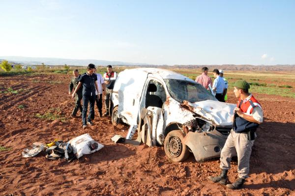 Yozgat'ta hafif ticari araç otomobile arkadan çarptı: 1 ölü, 4 yaralı