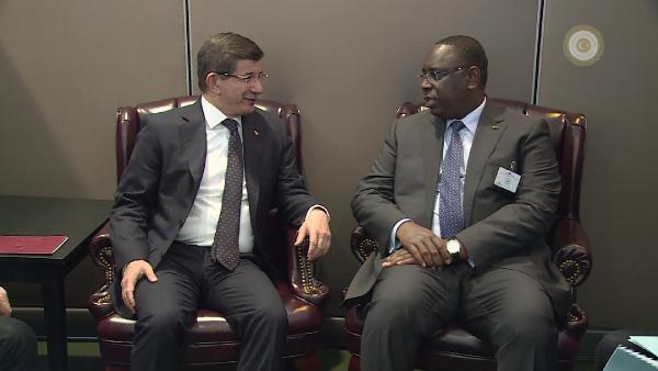 Davutoğlu, Senegal Cumhurbaşkanı Macky Sall ile görüştü