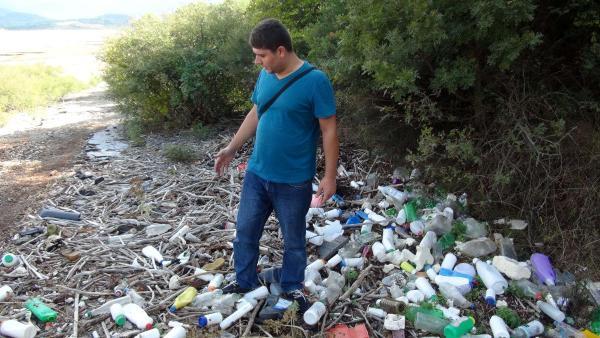 Bayramiç Barajı'nda zehirli atık adacıkları