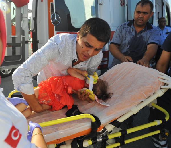 Osmaniye'deki kazada 8'i çocuk 13 kişi yaralandı