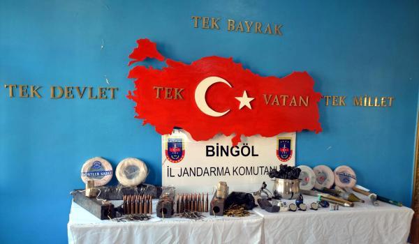 Bingöl'de PKK sığınaklarında patlayıcılar ele geçti