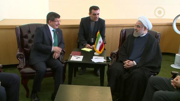 Başbakan Davutoğlu, İran Cumhurbaşkanı Ruhani ile görüştü