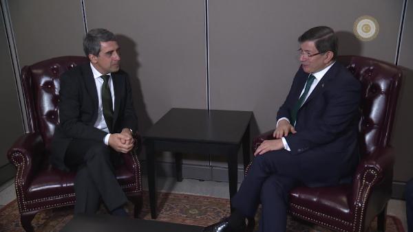 Başbakan Davutoğlu Bulgaristan Cumhurbaşkanı Plevneliev ile görüştü