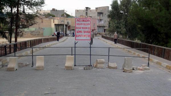Nusaybin'de PKK'nın tahrip ettiği köprü trafiğe kapatıldı