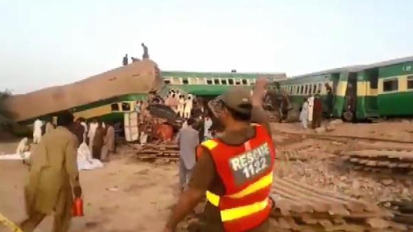 2 tren çarpıştı: 11 ölü, 67 yaralı