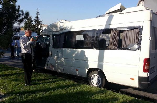 İşçileri taşıyan otobüs ile minibüs çarpıştı: 16 yaralı