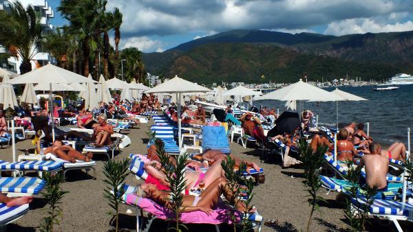 Marmaris plajları yabancı turistlere kaldı