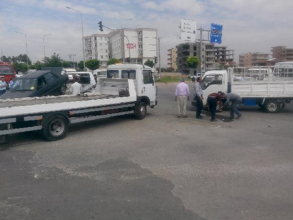 Kahta'da otomobil ile kamyonet çarpıştı: 6 yaralı