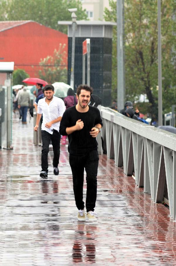 Fotoğraflar // İstanbul'da sağanak yağmur etkili oluyor