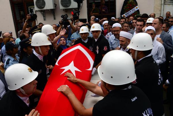 Adana 2 polis şehidini uğurlarken yakınları tepkilerini haykırdı (3)