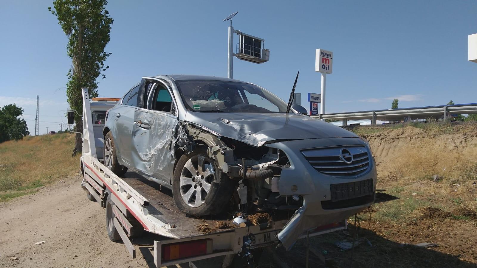 Gurbetçi ailenin otomobili şarampole devrildi