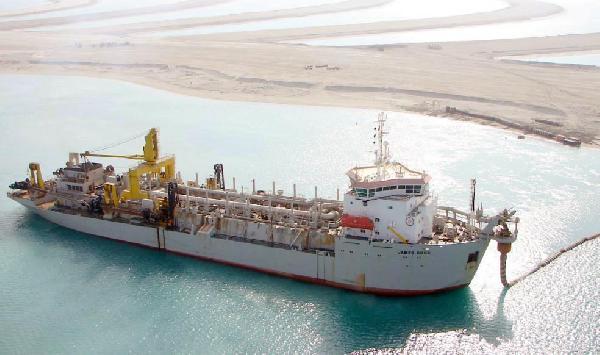 Dubai'deki Palmiye Adaları'nın yapımında kullanılan gemi, 3'üncü havalimanı için dolgu yapıyor