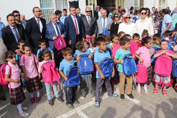Kahramanmaraş'ta 6 bin öğrenciye çanta ve kırtasiye malzemesi
