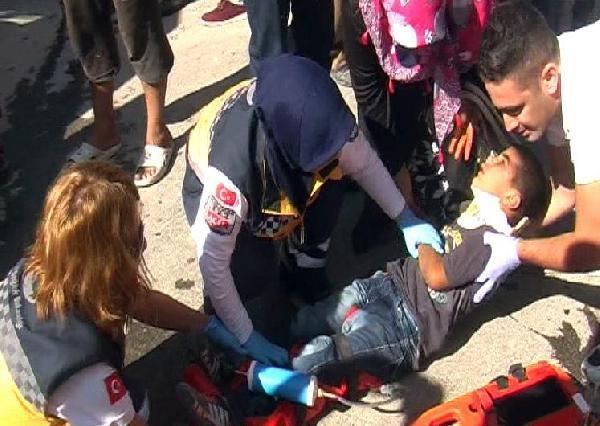 Hafif ticari aracın çarptığı çocuk yaralandı