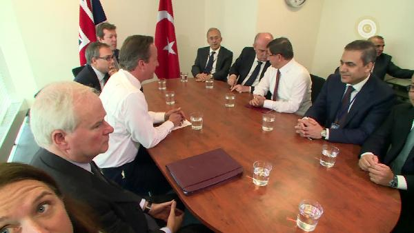 Başbakan Davutoğlu İngiltere Başbakanı Cameron ile görüştü