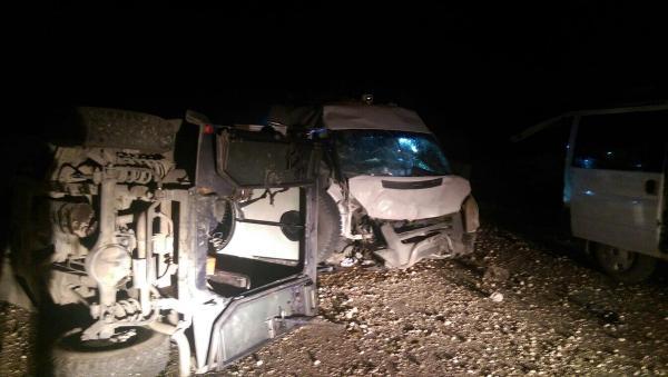 Batman'da polis aracına PKK saldırısı; yaralılar var (2)