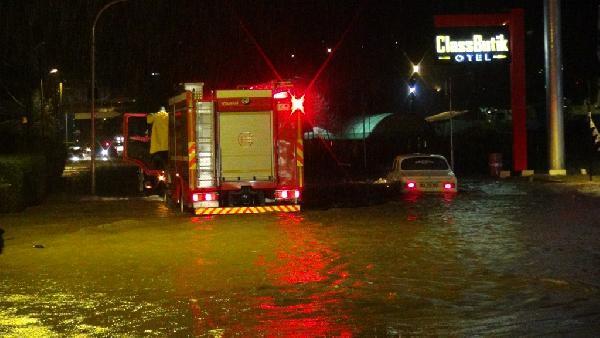 Şiddetli yağmur Kocaeli ve Sakarya'da etkili oldu