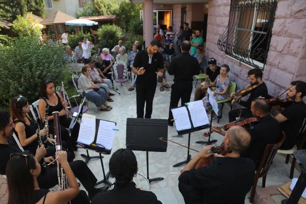 Yaşlılara klasik müzik ziyafeti