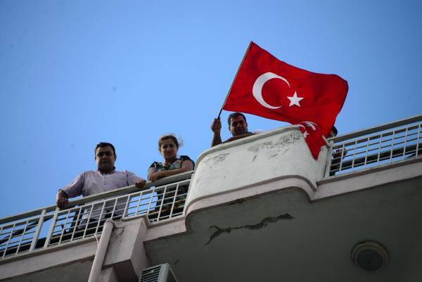 Adana'da işten atılan işçiler dama çıktı