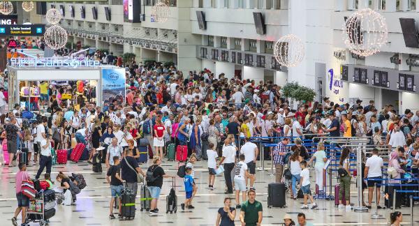 Bir günde 96 bin 191 turist geldi